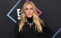 Busy Philipps People's Choice Awards, Arrivals,