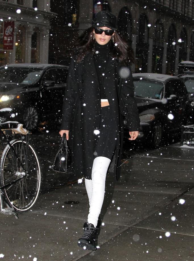 bella hadid, snow boots