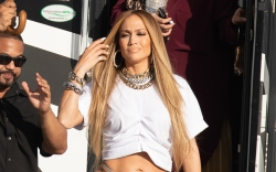 Jennifer Lopez Flashes Her Thong on