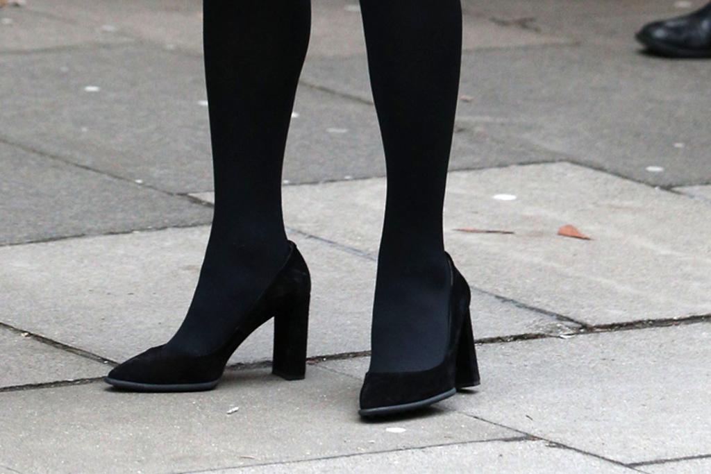 kate middleton, black heels