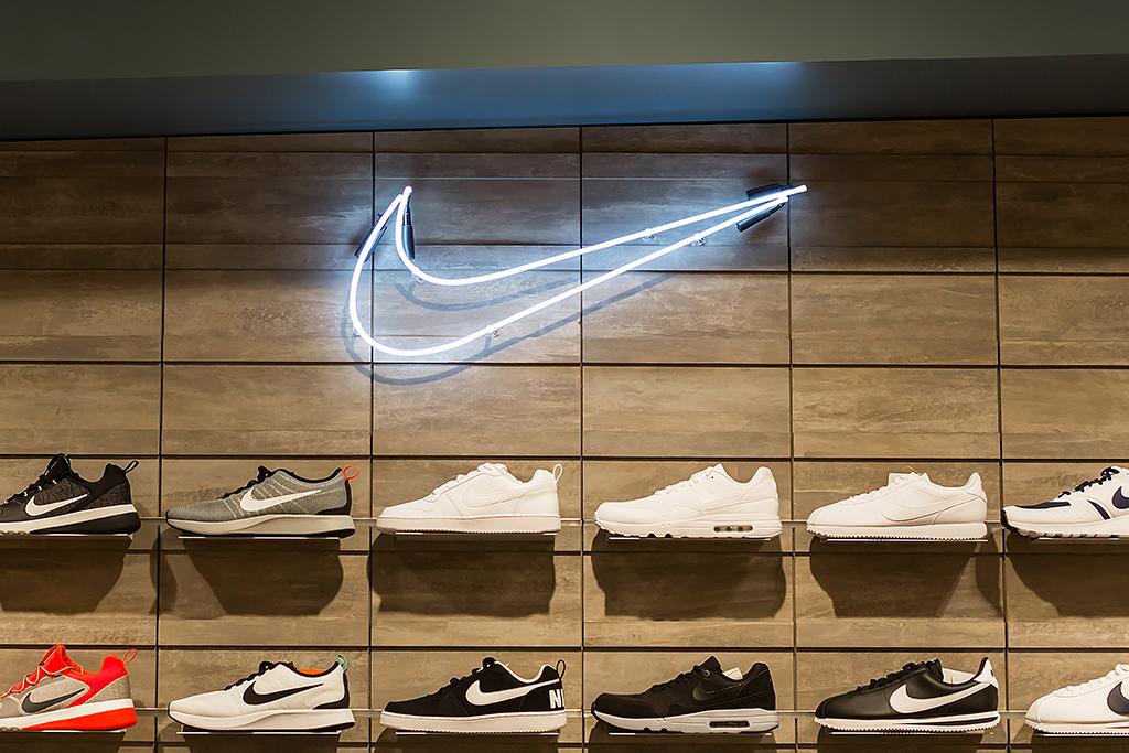 Counterfeit Nike Sneakers – Footwear