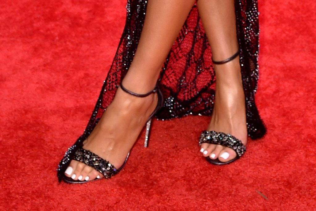 olivia culpo, red carpet, cma awards, pedicure, strappy sandals, feet