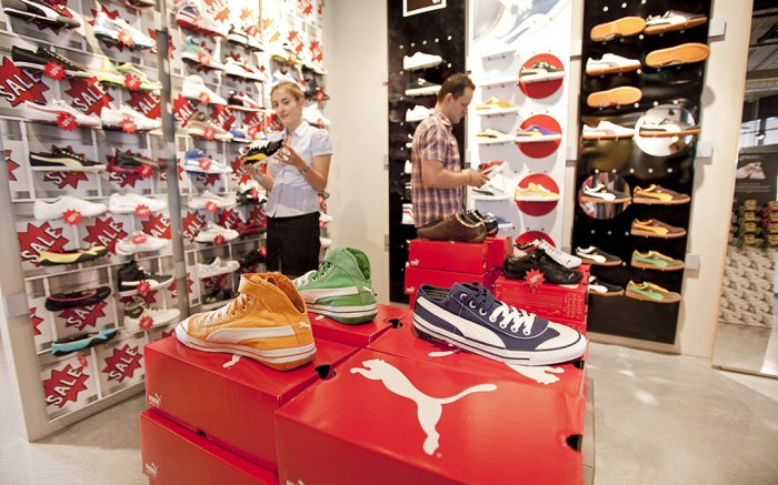 Factory outlet store of the sports goods manufacturer PUMA AG, customers looking at sport shoes, of which many are on sale, Herzogenaurach, Bavaria, Germany, EuropeVARIOUS