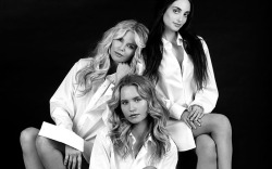 Christie Brinkley and Daughters On Set With FN