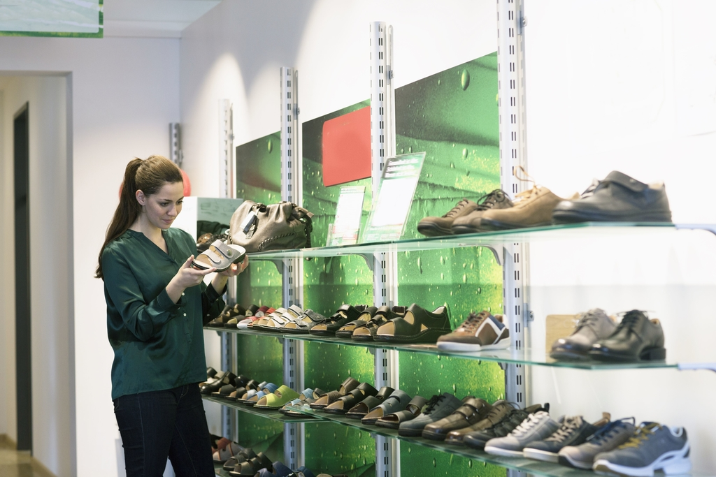 How to Shop for Wide-Width Shoes