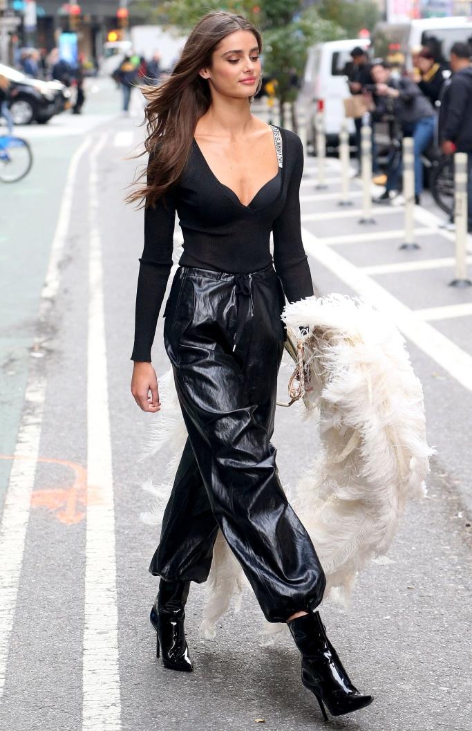 taylor hill, victoria's secret fashion show