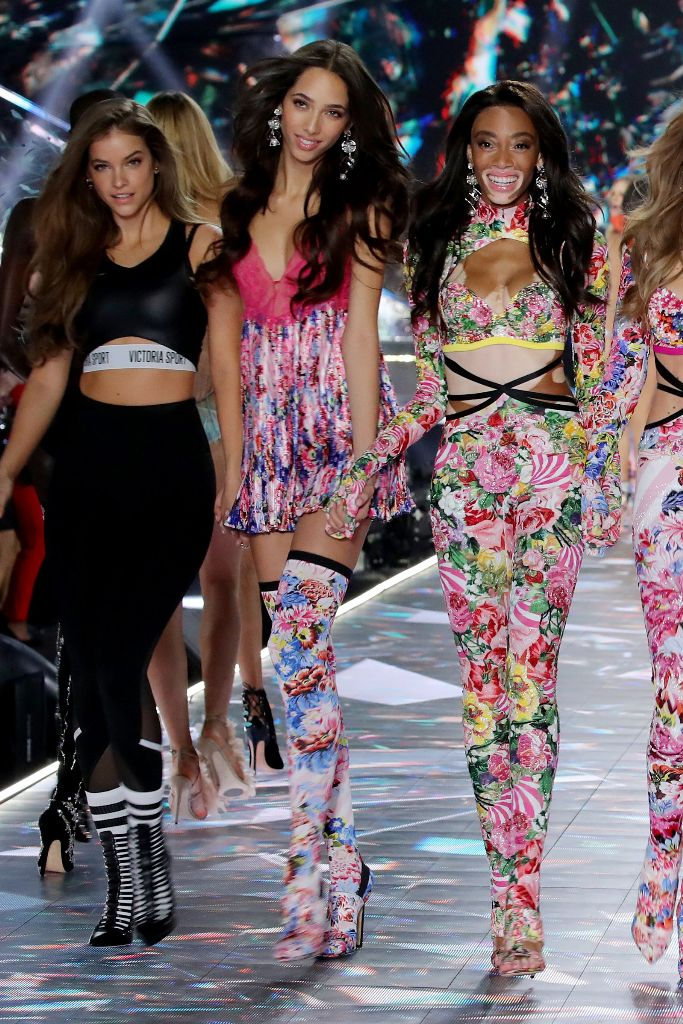 VSFS, victoria's secret fashion show, runway, models, winnie harlow