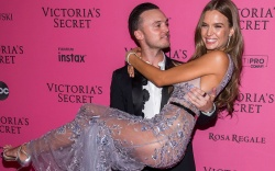 Alexander DeLeon, Josephine Skriver2018 Victoria's Secret