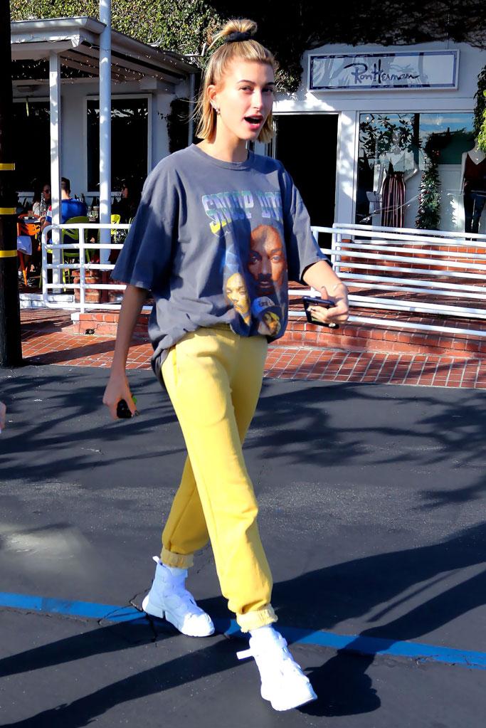 Hailey Baldwin, street style, celebrity style, yellow sweatpants, chloe, designer sneakers, snoop dogg