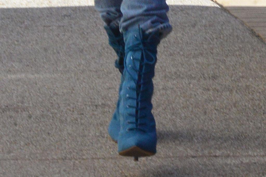 Hailey Baldwin, Yeezy, boots, celebrity style, fashion