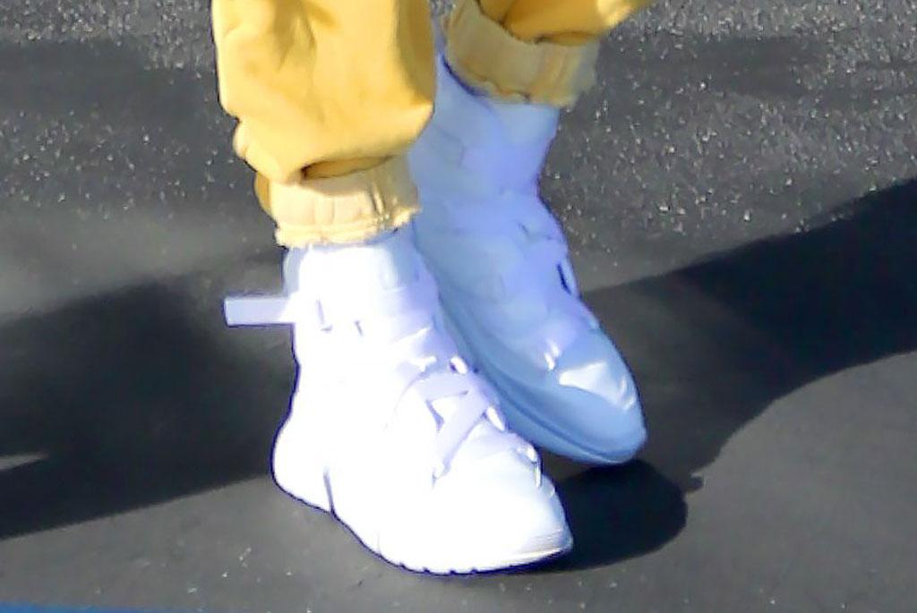 Hailey Baldwin, chloe, sneaker, white sneakers, retro sneakers, designer sneakers, yellow sweatpants