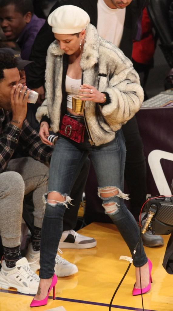 halsey, lakers game, los angeles, hot pink pumps, skinny jeans, fur jacket