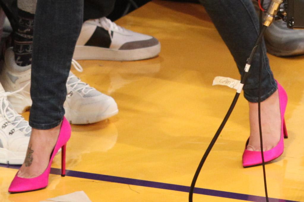 halsey, hot pink shoes, pumps, high heels, los angeles lakers