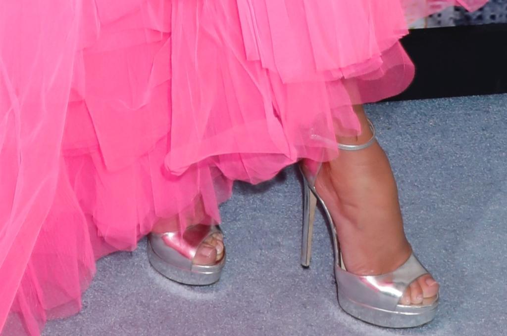 Jennifer Lopezs Second Act Premiere Look: Hot-Pink