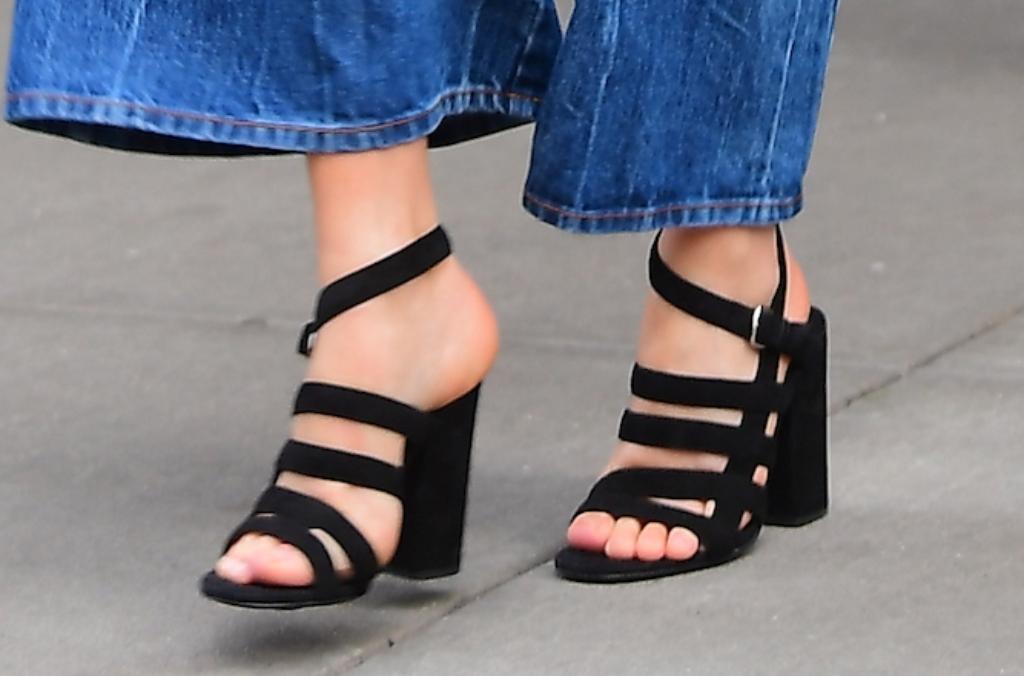 margot robbie sandals