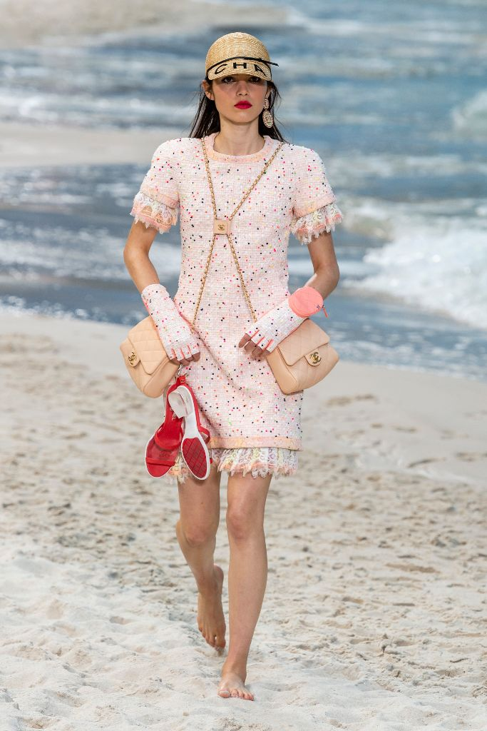 chanel spring 2019 pantone 2019 color of the year living coral