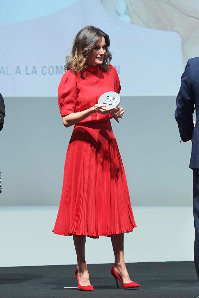 Queen Letizia, spanish fashion awards, designers, onstage, magrit, vintage dress