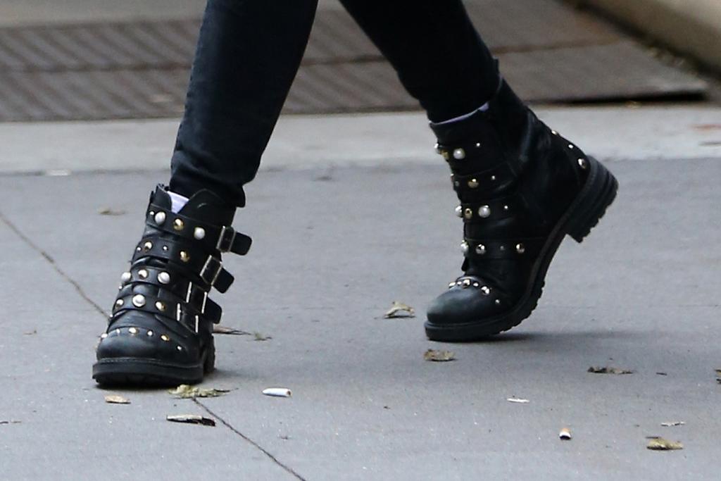 sophie turner, black boots