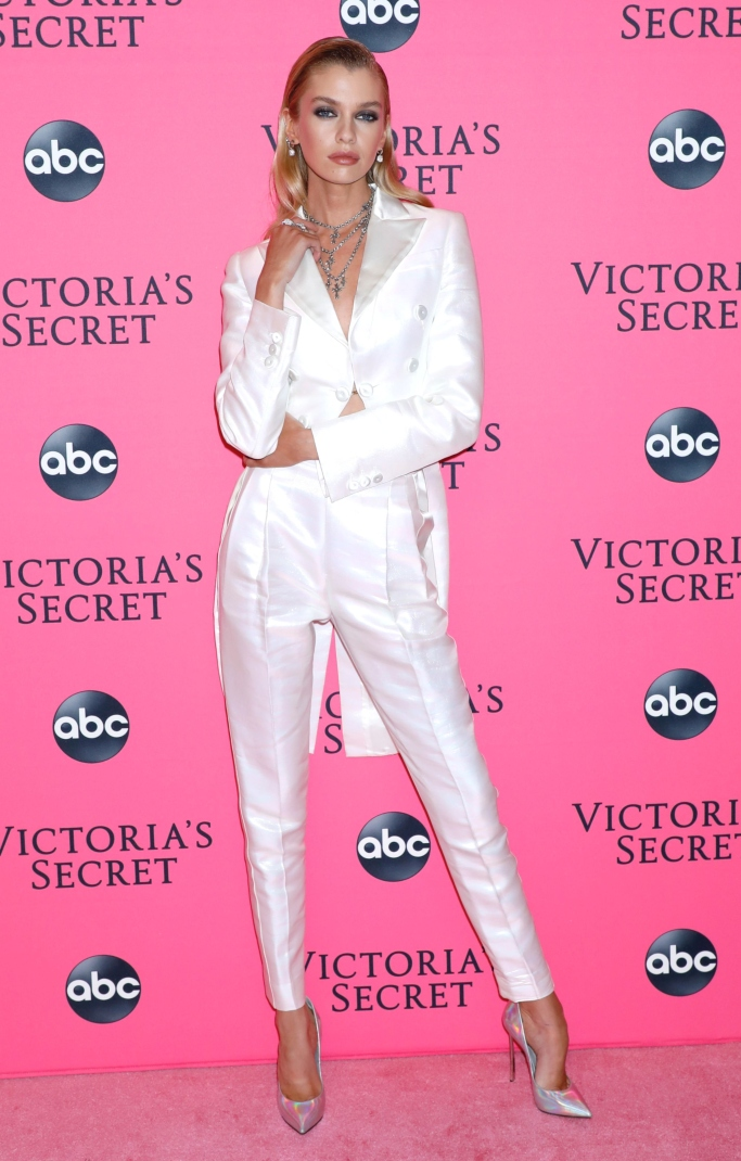 stella maxwell, Victoria's Secret Fashion Show, Viewing Party