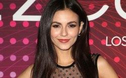 Victoria Justice , amfar, red carpet,