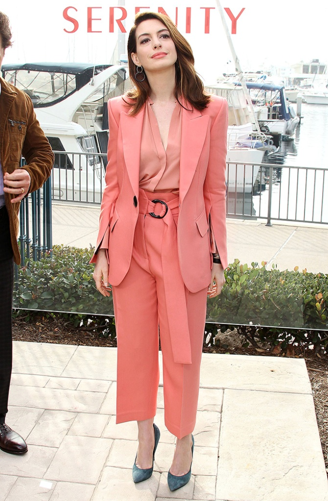 Anne Hathaway'Serenity' film photocall, Los Angeles, USA - 11 Jan 2019 Serenity Photo Call