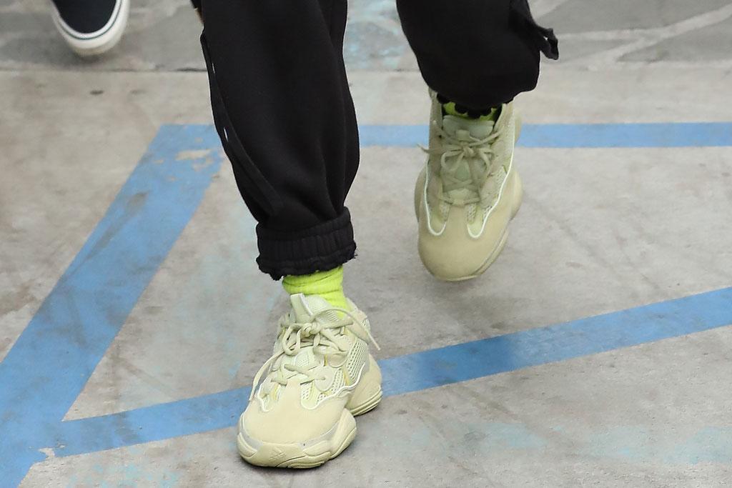 hailey baldwin, bieber, yeezy 500 sneakers, adidas, shoe style, celebrity style
