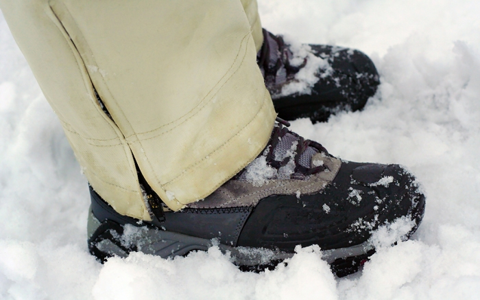 how to keep feet warm in winter