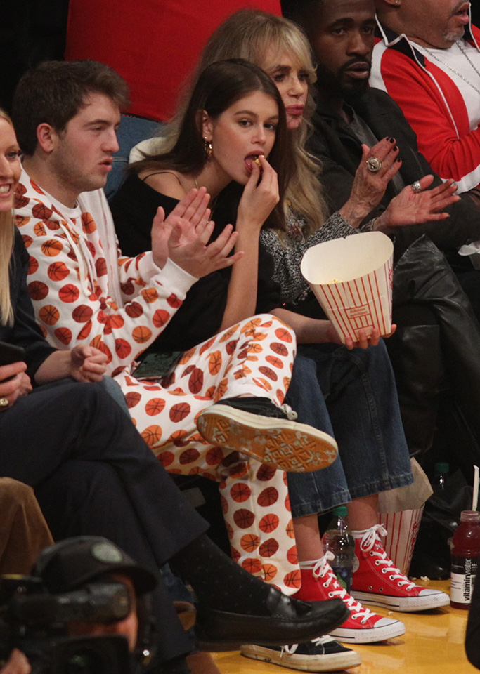 Model Kaia Gerber, daughter of Cindy Crawford and Rande Gerber hangs out at the Los Angeles Lakers Vs The Detroit Pistons Game at The Staples Center with Cameron Azoff son of Music Manager Irving AzoffPictured: Kaia Gerber and Cameron Azoff Ref: SPL5054339 090119 NON-EXCLUSIVE Picture by: London Entertainment / SplashNews.com Splash News and Pictures Los Angeles: 310-821-2666 New York: 212-619-2666 London: 0207 644 7656 Milan: 02 4399 8577 photodesk@splashnews.com World Rights