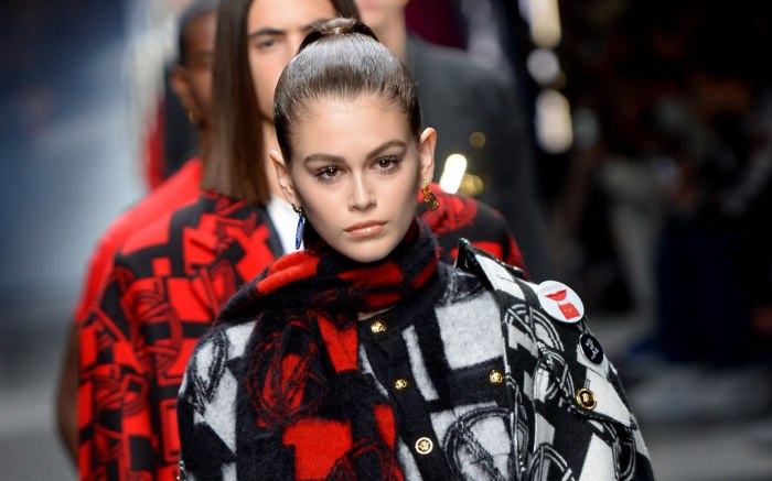 kaia gerber, fall 2019, versace, men's, milan fashion week