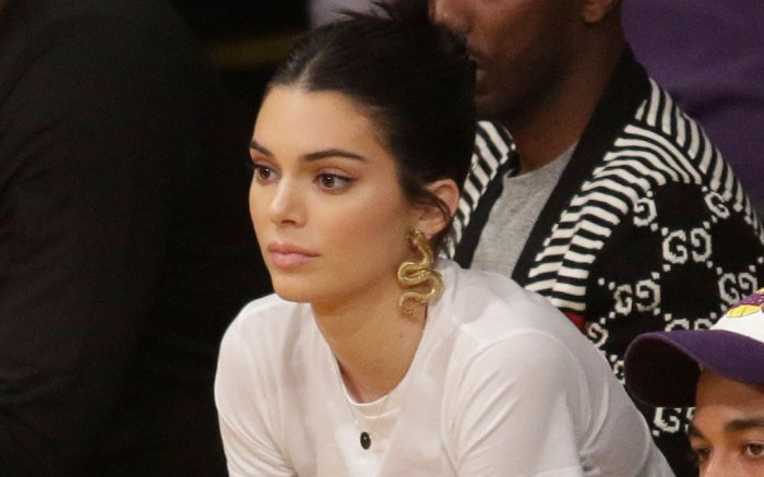 Kendall Jenner, courtside, la lakers, philadelphia 76ers, ben simmons, celebrity style