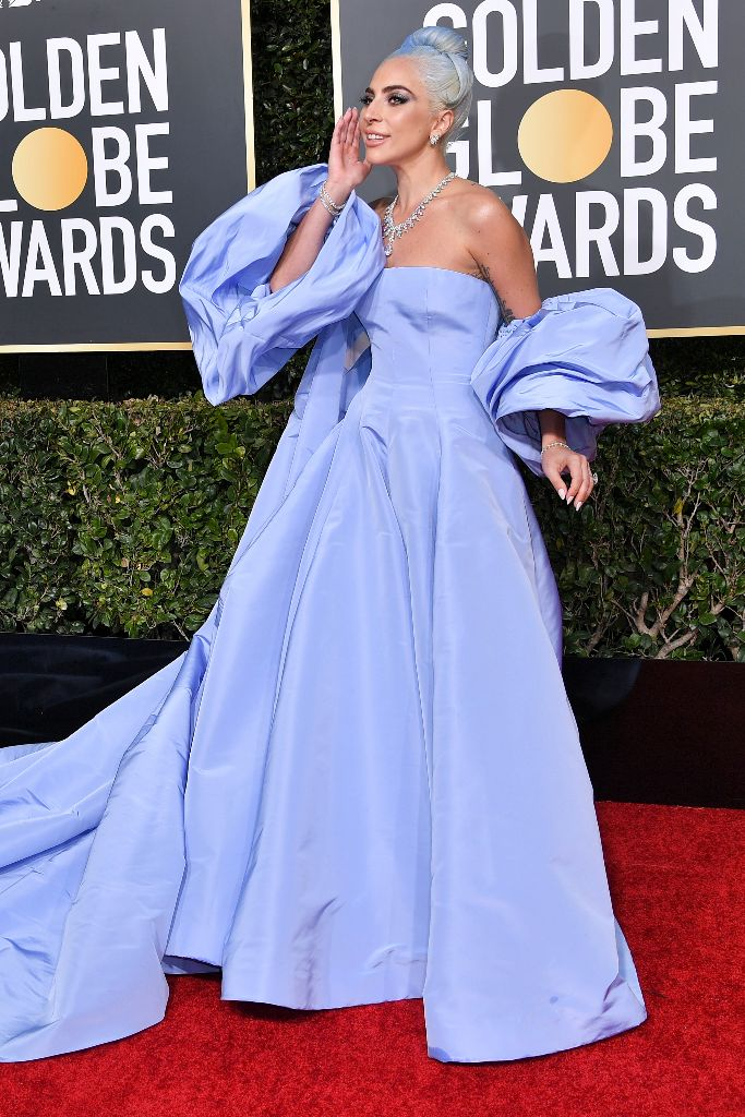 lady-gaga-golden-globes-2019-red-carpet-best-dressed-valentino-couture-gown