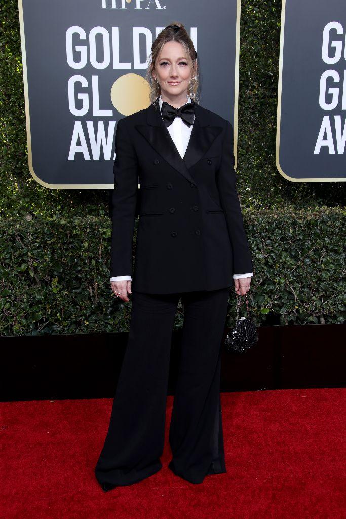 judy-greer-golden-globes-tuxedo-2019-red-carpet-best-dressed