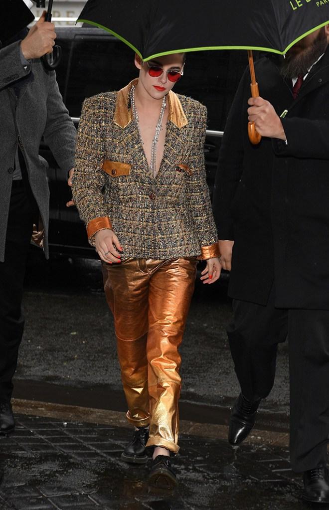 Kristen StewartChanel show, Arrivals, Spring Summer 2019, Haute Couture Fashion Week, Paris, France - 22 Jan 2019Wearing Chanel Same Outfit as catwalk model *10013720bc