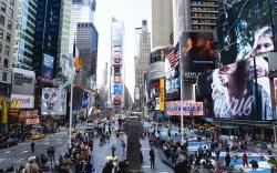 Manhattan People walking in Times Square