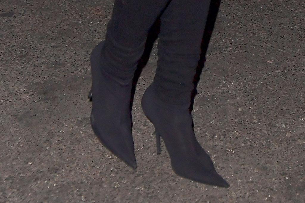 rihanna, boots, celebrity shoe style