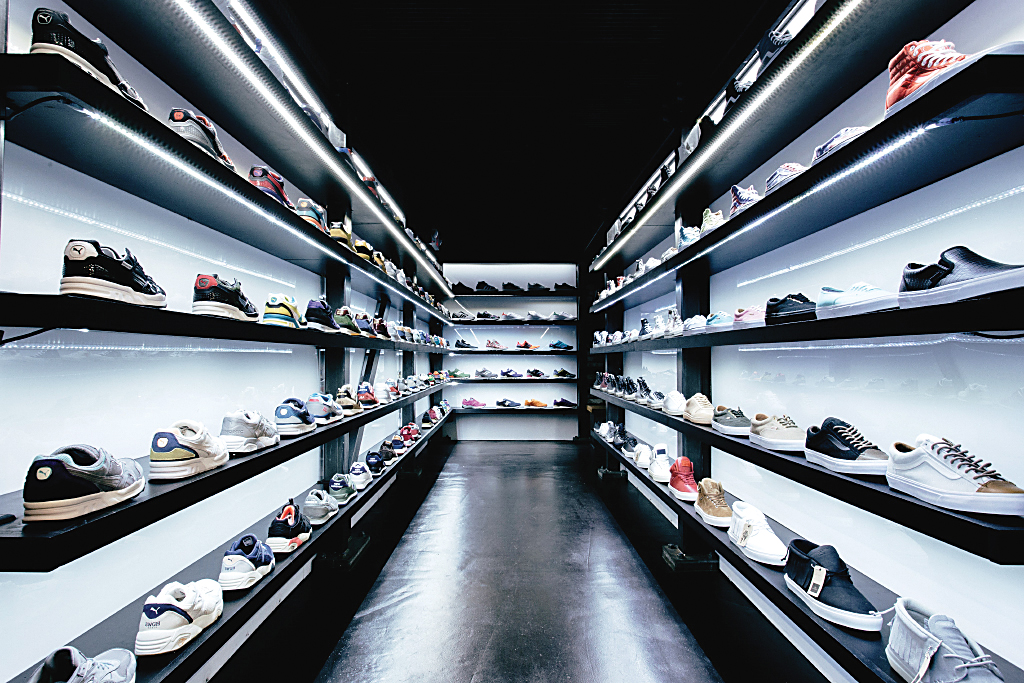 Feature Sneaker Las Vegas