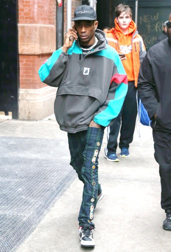 travis scott street style, nike sb x supreme