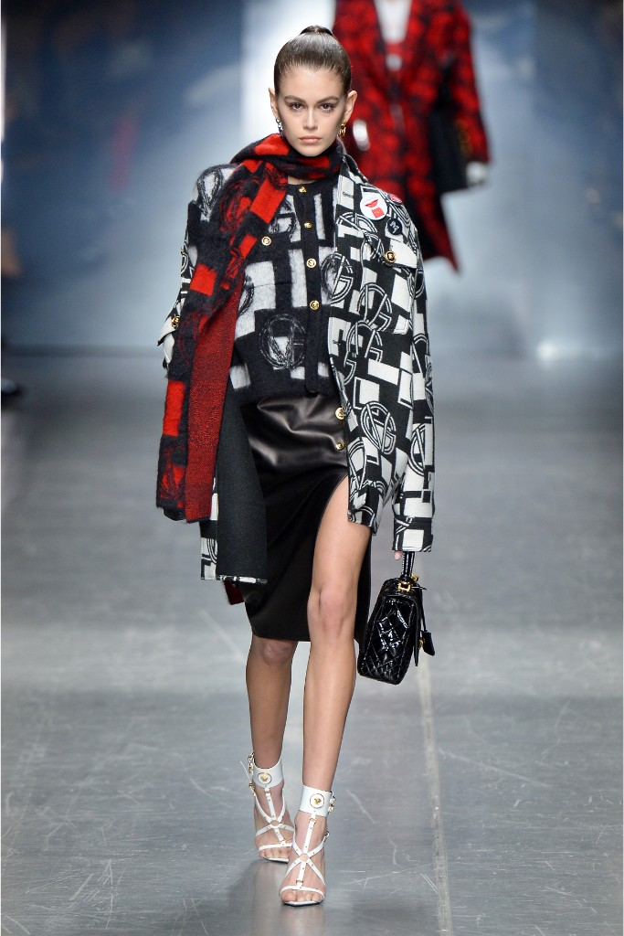 kaia gerber, versace, fall 2019, fashion week, milan, celebrity style, runway show