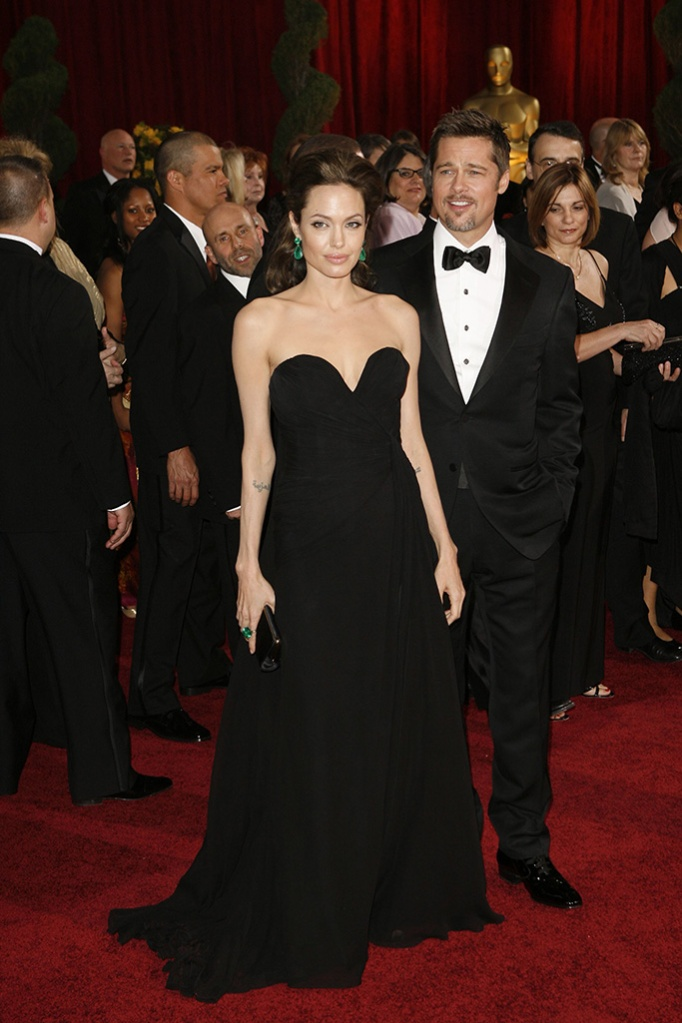 Angelina Jolie (L) and Brad Pitt attend the 81st annual Academy Awards at the Kodak Theatre. Jolie wears Elie Saab Haute Couture with Lorraine Schwartz jewelry, Ferragamo shoes and a Lana Marks clutch. Pitt wears Tom Ford.2009 Academy Awards, Beverly Hills