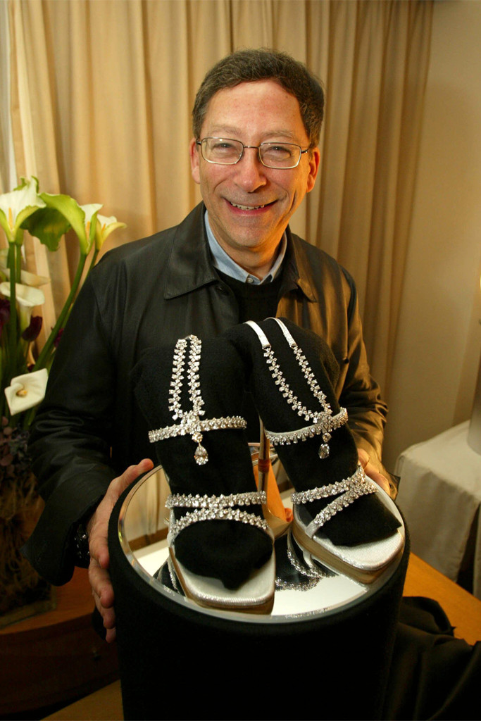 UNUSUAL FASHION ITEMS TO BE WORN AT THE OSCARS - THE MILLION DOLLAR SHOES DESIGNED BY STUART WEITZMAN USING 464 PEAR AND ROUND SHAPED DIAMONDS. THE STRAPS CAN BE REMOVED AND USED AS A NECKLACE OR BRACELET. THEY WERE WORN AT THE CEREMONY BY ACTRESS LAURA ELENA HARRINGSEVEN WONDERS OF THE OSCAR WORLD, LOS ANGELES, AMERICA - MAR 2002