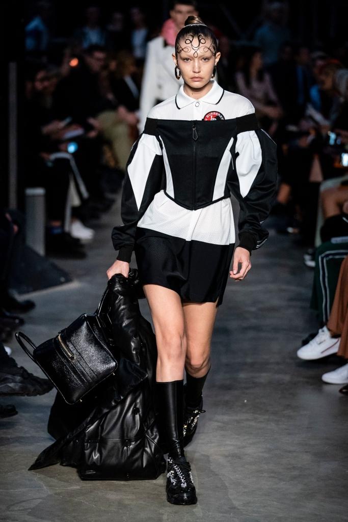 gigi hadid, burberry fall 2019, london fashion week