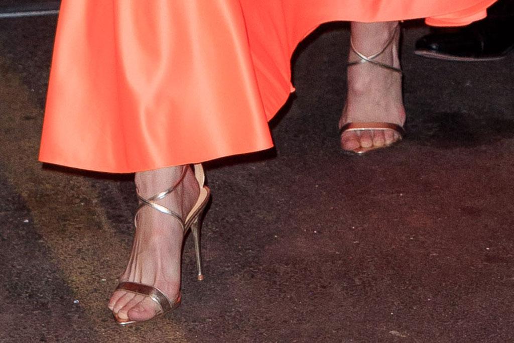 gigi hadid, gold sandals, nyfw, celebrity style, model, nyc
