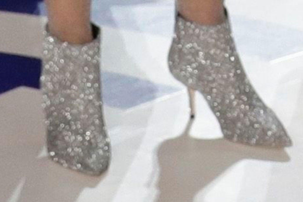 Gladys Knight, high heels, sparkly, silver, celebrity style, national anthem,