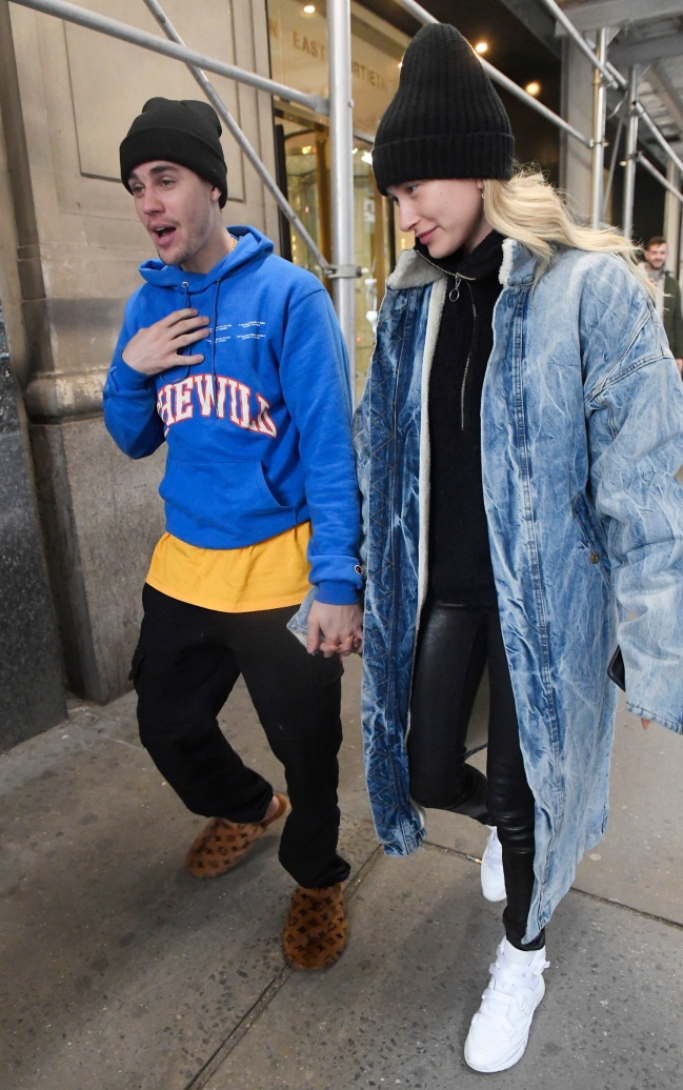 justin bieber and hailey baldwin, louis vuitton slippers