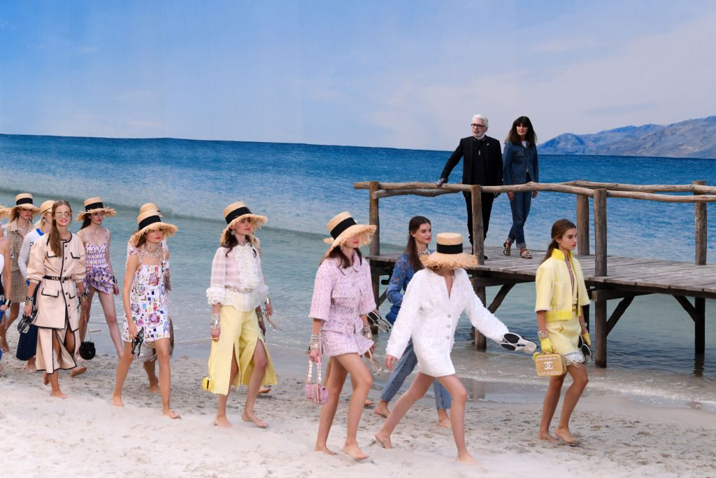 karl-lagerfeld-most-memorable-chanel-shows