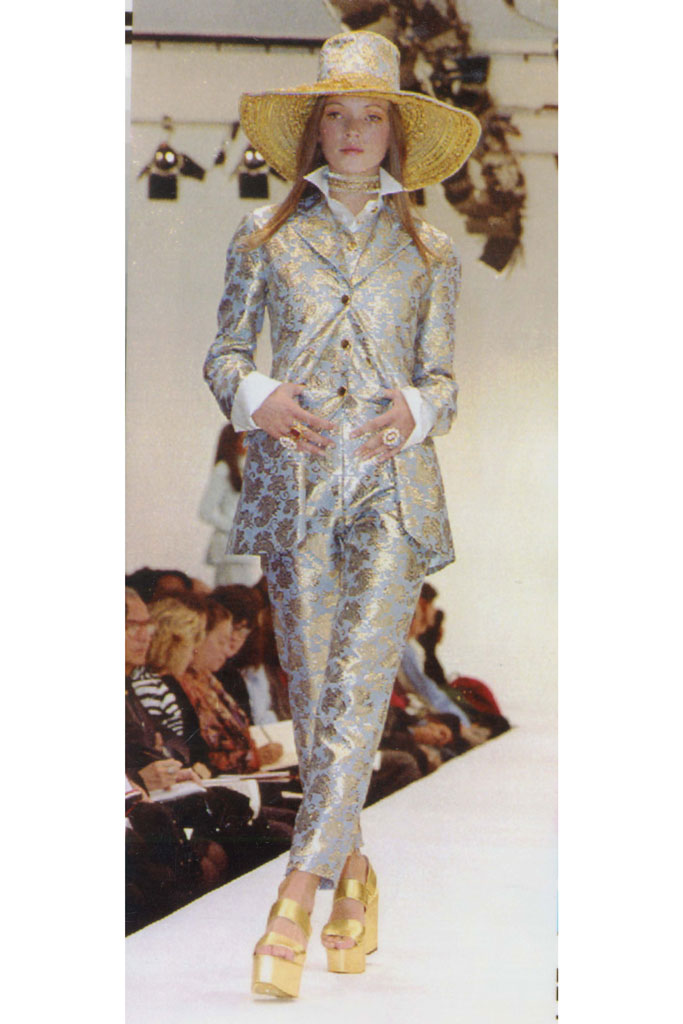 Kate Moss, dolce & gabbana, runway, fall 1992, celebrity style,