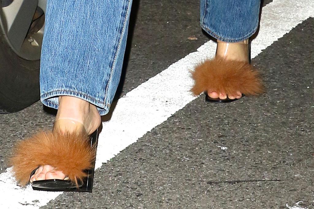 Kendall Jenner, Milin fluffy sandals, new york, street style, high heels