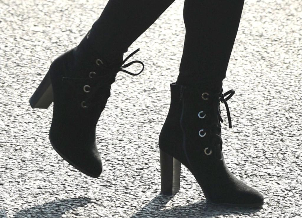 kate middleton, lk bennett boots