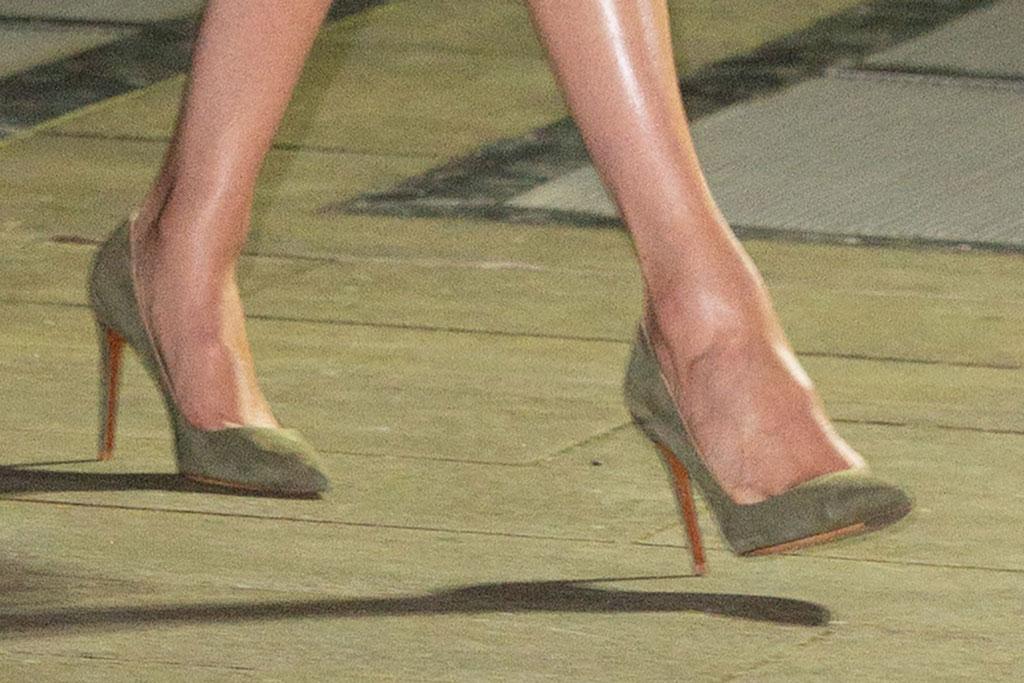 meghan markle, ralph lauren, pumps, high heels, olive green, celebrity shoe style
