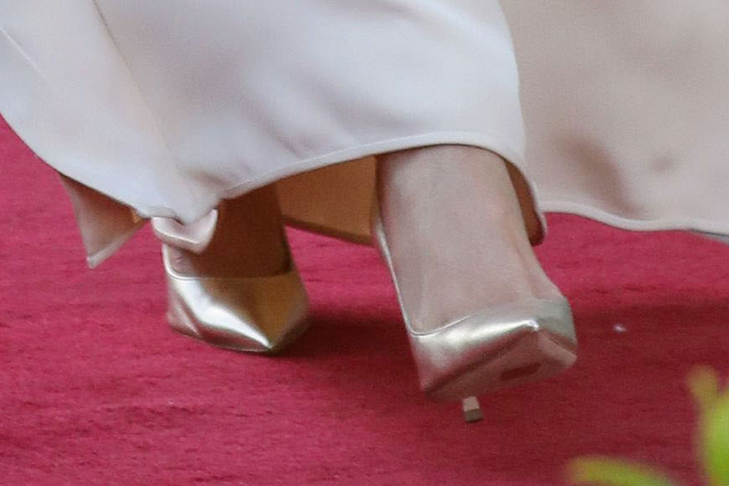 Meghan Markle, dior, gold pumps, morocco